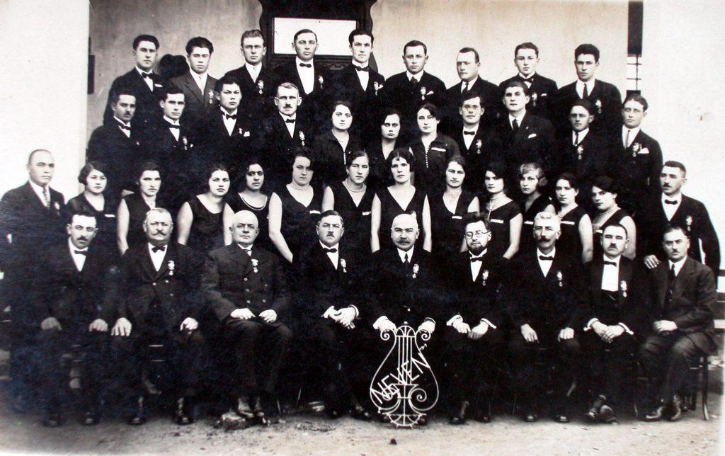 """ПЕСМА – Чланови хора радничког певачког друштва """"Невен"""" пре Другог светског рата"""