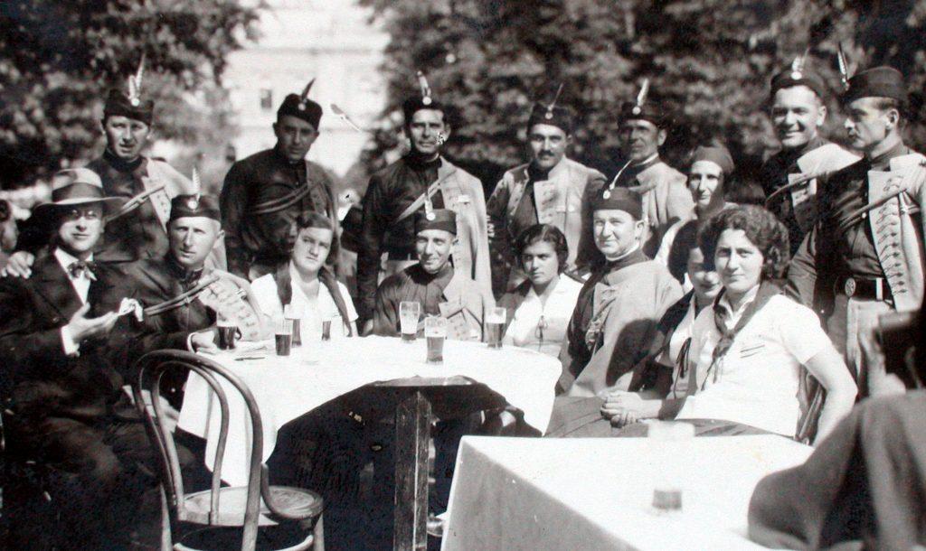 СОКОЛИ – Петроварадински соколи на једној прослави између два светска рата