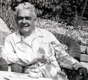 Душан Шијачки снимљен уочи Другог светског рата у својој кући у Београду