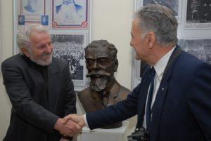 Биста Душана Шијачког је први пут промовисана на изложби у Архиву Војводине.