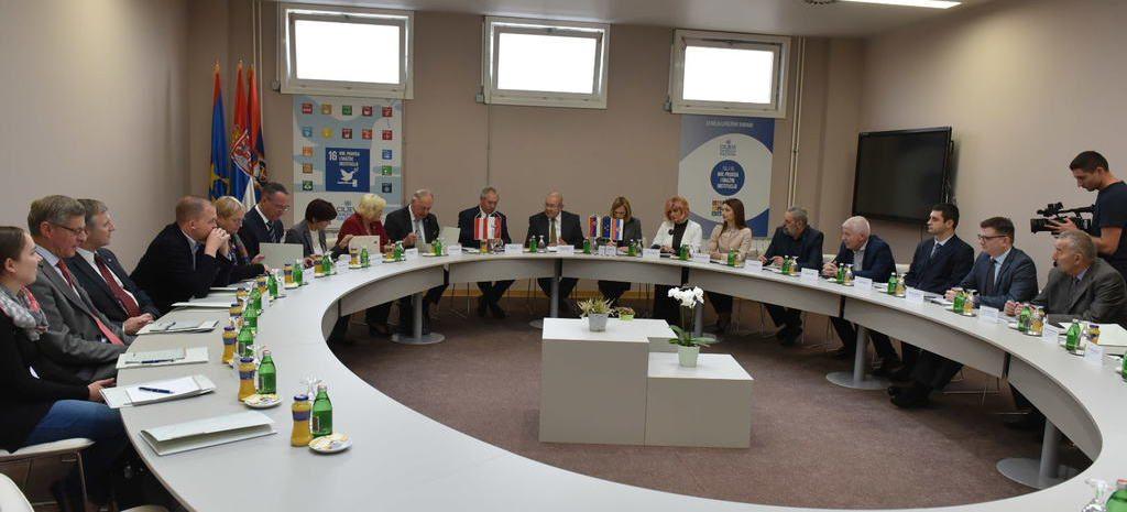 За време разговора две делегације у војвођанској Скупштини.