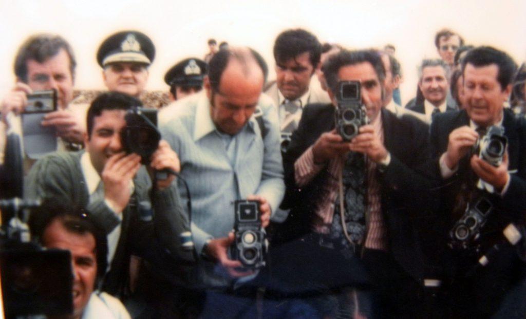 Лице у лице- Титов снимак фоторепортера који њега снимају